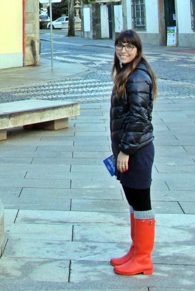 inverno portugal vestido e galocha